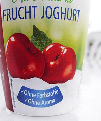Verpackungsaufschrift auf einem Joghurtbecher: Ohne Farbstoffe, ohne Aroma