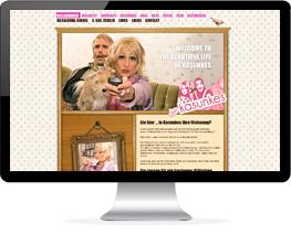 Monitor mit Website von Comedy-Darstellern